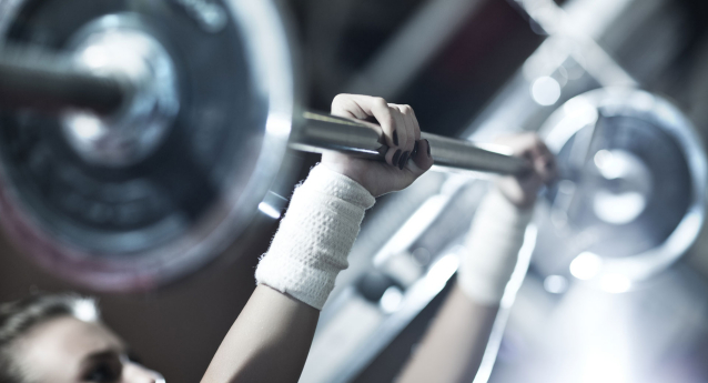How to Avoid Hand and Wrist Pain While Weightlifting